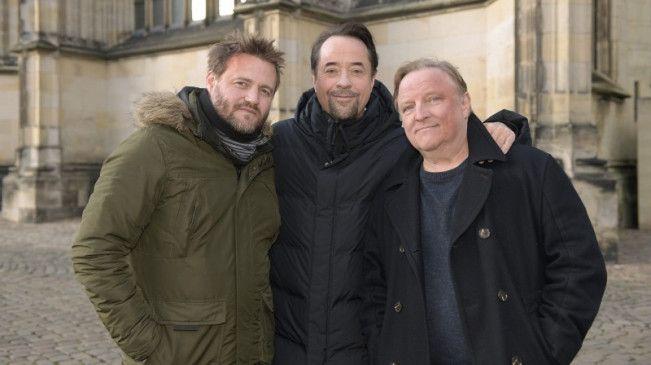 Regisseur Max Zähle mit seien Hauptdarstellern Jan Josef Liefers und Axel Prahl.
