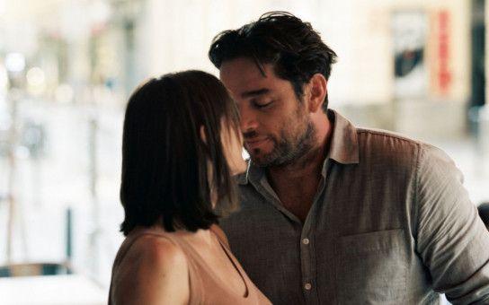Paul (Ronald Zehrfeld) und Astrid (Christiane Paul) hatten sich auf ein stürmisches Liebeswochenende in Budapest gefreut. Doch es kommt anders.
