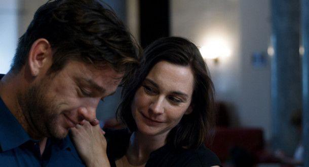 Paul (Ronald Zehrfeld) und Astrid (Christiane Paul) sind frisch verliebt, aber nicht frei von Zweifeln.