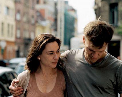 Mehr als 30 Jahre nach ihrer letzten Begegnung treffen sich Astrid (Christiane Paul) und Julius (Sebastian Hülk) in Budapest wieder.