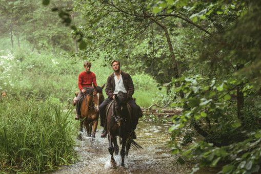 Der junge Trond (Jon Ranes, links) und sein Vater (Tobias Santelmann) begeben sich auf eine letzte gemeinsame Reise.