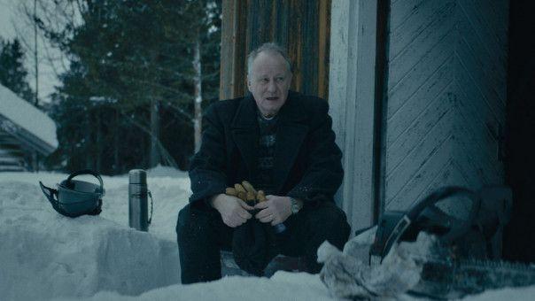 Nach dem Tod seiner Frau ist Trond (Stellan  Skarsgård) die meiste Zeit alleine.