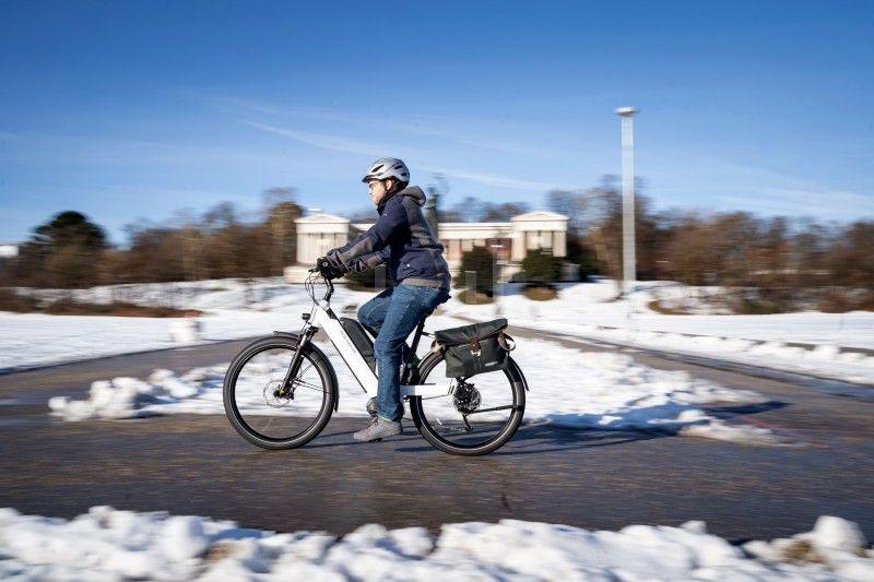 Auch im Winter: E-biken lässt sich zu jeder Jahreszeit, allerdings entlädt sich der Akku bei Kälte schneller.