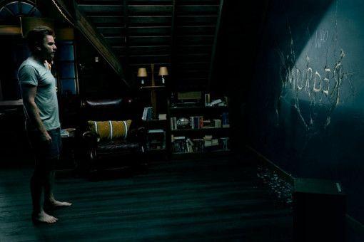 Dan Torrance (Ewan McGregor) kommuniziert über eine Wandtafel mit Abra, die wie er das Shining besitzt.
