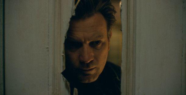 """""""Hier ist Danny!"""" - Dan Torrance (Ewan McGregor) betritt jenes Zimmer, in dem einst sein Vater Amok lief."""