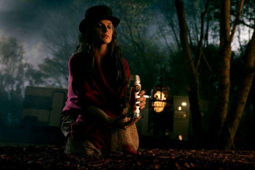 In Dosen bewahrt Rose (Rebecca Ferguson) die Lebensessenz ihrer Opfer auf.