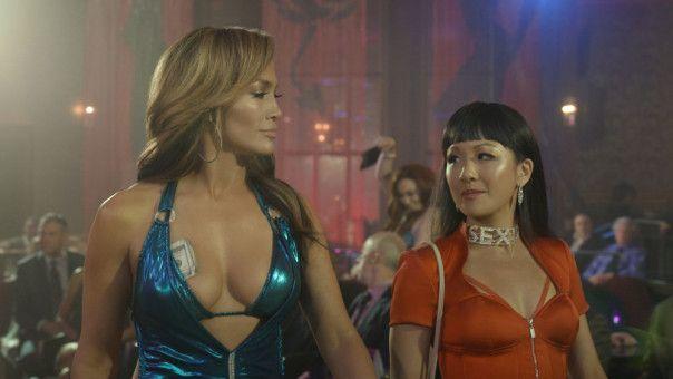 Ramona (Jennifer Lopez, links) und Destiny (Constance Wu) wissen, was Männer wollen. Noch mehr aber wissen sie, was sie selbst wollen: Geld.
