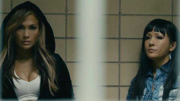 Ramona (Jennifer Lopez, links) und Destiny (Constance Wu) landen im Gefängnis. Sie haben es zu weit getrieben.