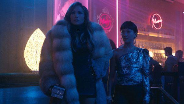Ramona (Jennifer Lopez, links) und Destiny (Constance Wu) mischen die Wall Street auf.
