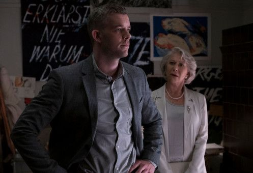 In Berlin kommt ein Geheimnis ans Tageslicht: Stephen (Russell Tovey) enthüllt, was er herausgefunden hat. Betty (Helen Mirren) ist ganz Ohr.