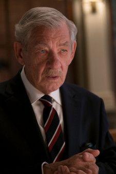 Hinter Roys (Ian McKellen) gepflegtem Äußeren verbirgt sich ein abgebrühter Betrüger.