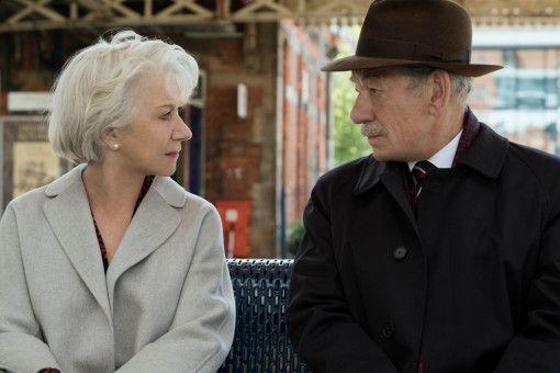 Betty (Helen Mirren) und Roy (Ian McKellen) lernen sich im Internet kennen. Nach einer Weile treffen sie sich zu einem Date.