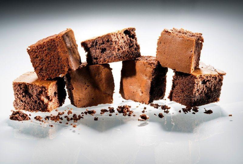Schoko-Brownies mit Haselnüssen.