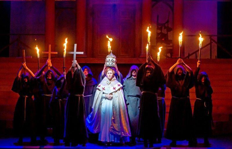 """""""Die Päpstin – das Musical"""" wird in Hameln aufgeführt."""