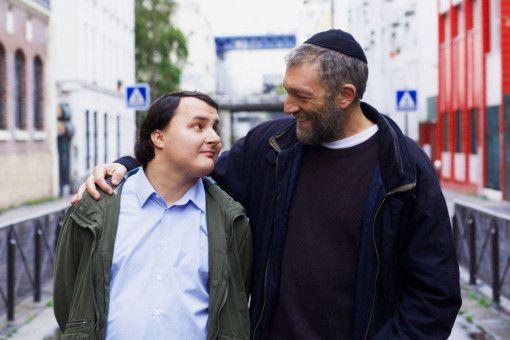 Mit viel Liebe kümmert sich Bruno (Vincent Cassel, rechts) um seinen Schützling Joseph (Benjamin Lesieur).