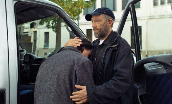 Bruno (Vincent Cassel, rechts) ist sein Schützling Joseph (Benjamin Lesieur) sehr wichtig.