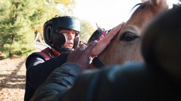 Pferde sind für Valentin (Marco Locatelli) die einzigen Wesen, denen er sich zu nähern wagt.