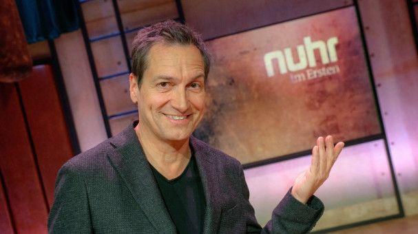 Dieter Nuhr geht den Jahresrückblick mit einer Portion Sarkasmus an.