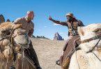Dr. Smolder Bravestone (Dwayne Johnson, links) und Moose Finbar (Kevin Hart) sind nicht, wer sie früher waren. In den Avataren stecken Spencers Großvater und dessen Kumpel Milo.