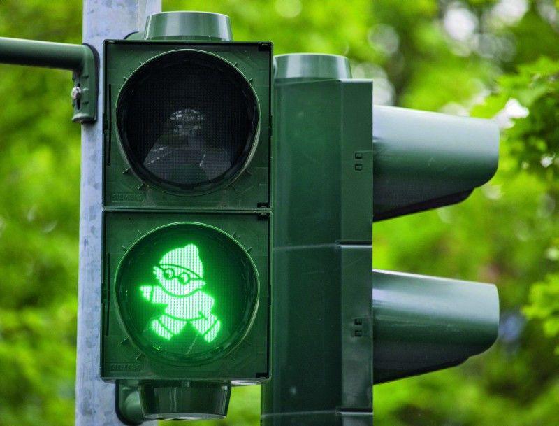 In vielen Städten ehrt man das Ampelmännchen heutzutage mit besonderen Variationen der ursprünglichen Idee wie hier als Mainzelmännchen in Mainz.