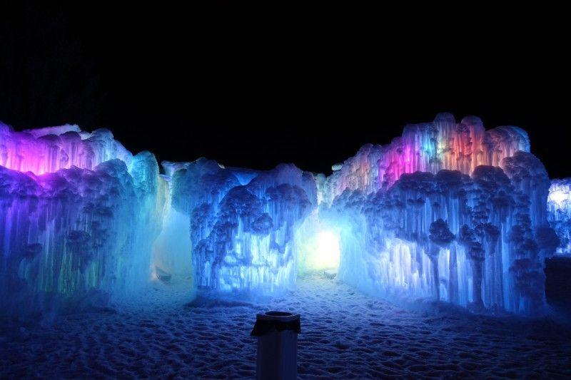 Fantastische Traumwelt aus Eis: die Ice Castles in Midway.