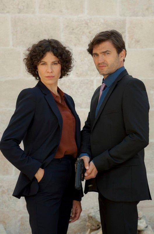 In ihrem ersten Einsatz müssen die selbstbewusste Ermittlerin Stascha Novak (Jasmin Gerat) und ihr Kollege Emil Perica (Lenn Kudrjawitzki) brisanterweise ein Attentat auf Kommissarin Branka Maric aufklären.