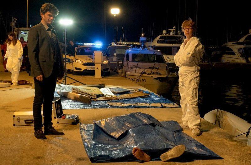 Ein Schock für Emil (Lenn Kudrjawizki) und Pathologin Brigitta Stevic (Sarah Bauerett): Bei einer Bombenexplosion   auf der Yacht von Lado wird Branka getötet.