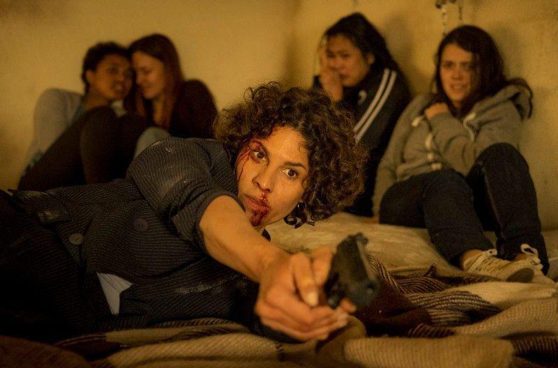 Kommissarin Stascha Novak (Jasmin Gerat, Mitte) riskiert ihr Leben, um die Entführten zu befreien.