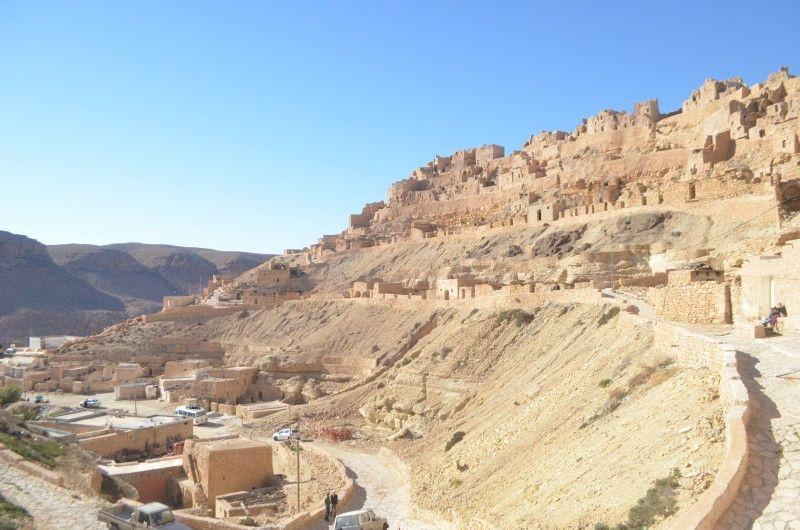In Chenini leben Angehörige des Nomadenvolks der Berber in Felswohnungen. Die Stadt soll Unesco-Welterbe werden.