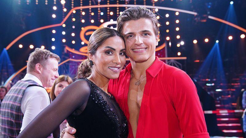 Sabrina Setlur und Neuling Nikita Kuzmin durften zur zweimal zusammen tanzen. <b>Raus in Show 2</b>