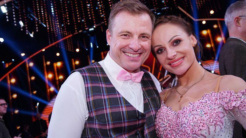 """Martin Klempnow, vielen besser bekannt als """"Dennis aus Hürth"""", hatte Marta Arndt an seiner Seite. <b>Raus in Show 8.</b>"""