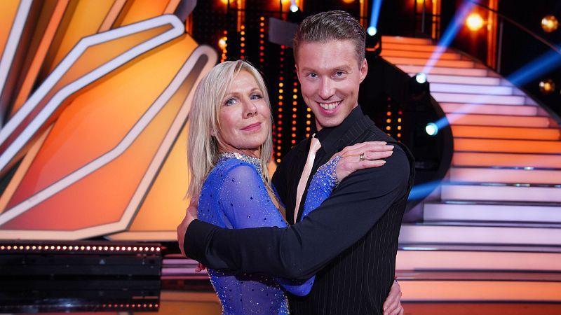 Renata Lusins Ehemann Valentin Lusin wurde Sportmoderatorin Ulrike von der Groeben zugeteilt. <b>Raus in Show 6.</b>