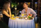 """Sebastian und Wioleta haben sich beim Dinner nicht viel zu sagen. """"Es gibt keine weiterführenden Gespräche zwischen uns"""", bemängelt der """"Bachelor""""."""