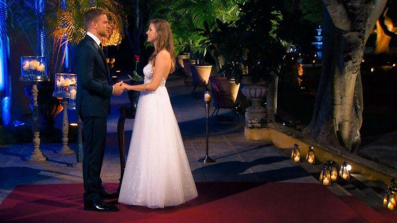 """In der letzten Nacht der Rosen fällt der """"Bachelor"""" dann eine überraschende Entscheidung."""
