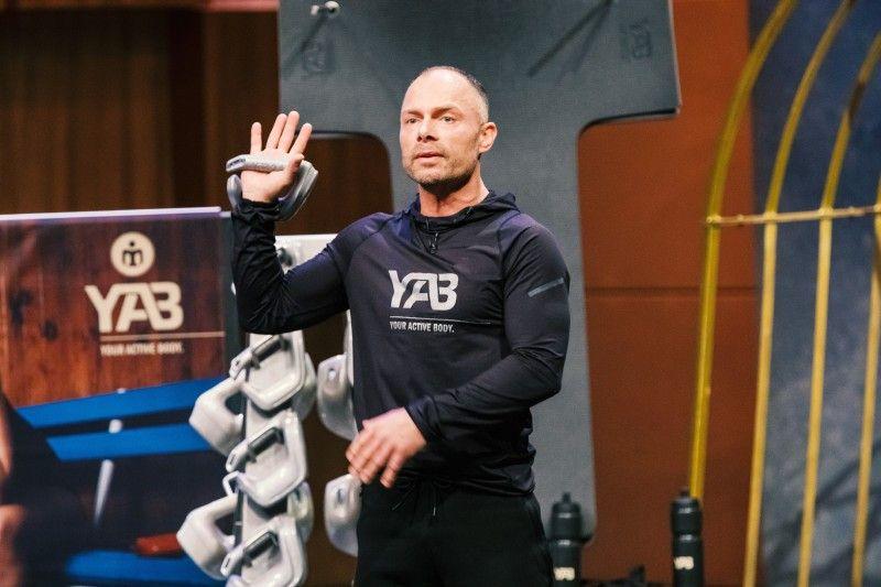 """<b>Folge 2:</b> Christian Polenz hat das Fitnessprodukt """"YAB Fitness"""" entwickelt. Die """"YABs"""" sind innovative Trainings-Gewichte, die aufgrund ihrer Form und unterschiedlichen Greif- und Haltevariationen verschiedenste Einsatz-Möglichkeiten schaffen und Trainingsreize setzen sollen."""