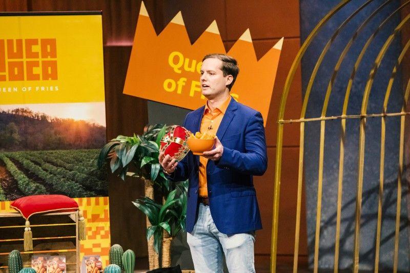 """<b>Folge 3:</b> Peter Kenning ist in Bolivien aufgewachsen und präsentiert den """"Löwen"""" """"Yuca Loca"""". """"Die sind wie normale Pommes, nur ein bisschen besser"""", behauptet der Gründer. Statt aus Kartoffeln sind diese Fritten aus Maniok gemacht, einer Wurzel, die 500 Mio. Menschen als Grundnahrungsmittel dient."""