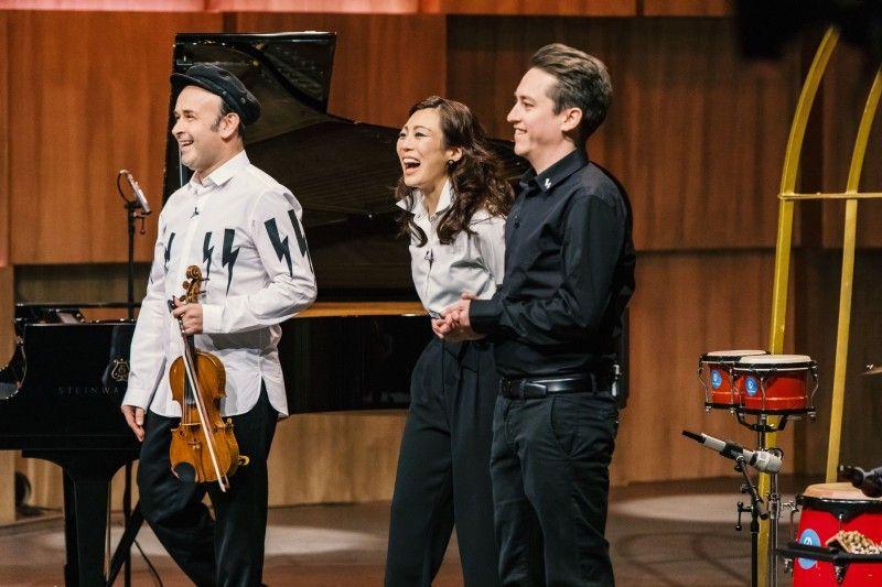 """<b>Folge 3:</b> Aleksey Igudesman, Geiger, Komponist und Dirigent, hat mit """"Music Traveler"""" eine Platform konzipiert, die Musiker mit einem Raum zum Musizieren verbindet. Hollywoods Star-Komponist Hans Zimmer hat schon investiert."""
