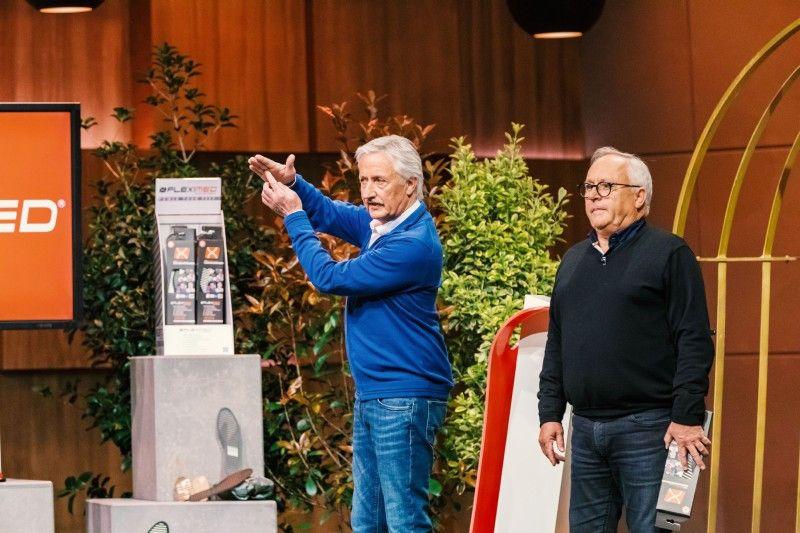 """<b>Folge 4:</b> Die Brüder Peter und Werner Mucha haben den """"Löwen"""" die Einlegsohle """"FLEXIMED"""", die sich an den Vorteilen des Barfußgehens orientiert und damit die natürliche Funktion des Fußes stärken soll."""