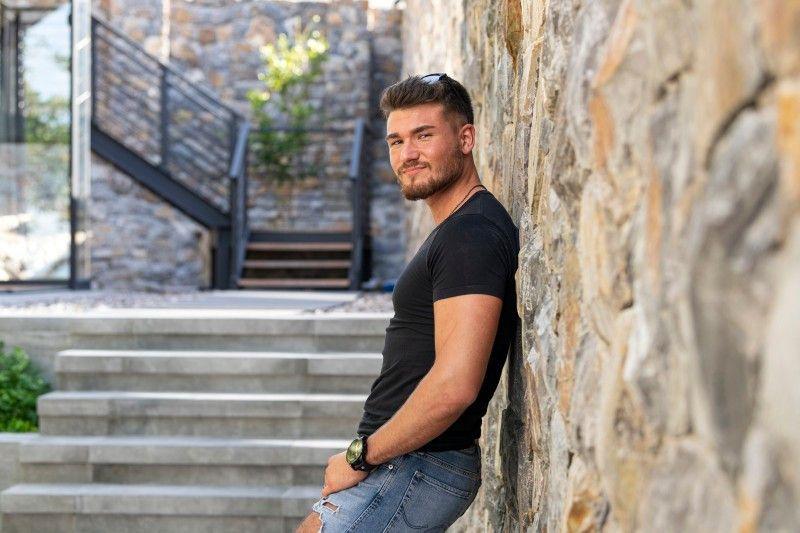 Laurin (22) aus Mönchengladbach: Der Forstwirt mag keine Kletten, dafür aber Blondinen. Seine Traumfrau sollte auf keinen Fall größer sein als er, liebevoll sein und Humor haben.