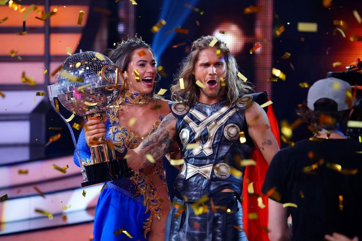 """Lili Paul-Roncalli hat gemeinsam mit Massimo Sinató die 13. Staffel von """"Let's Dance"""" gewonnen. Wir zeigen Ihnen alle Sieger."""