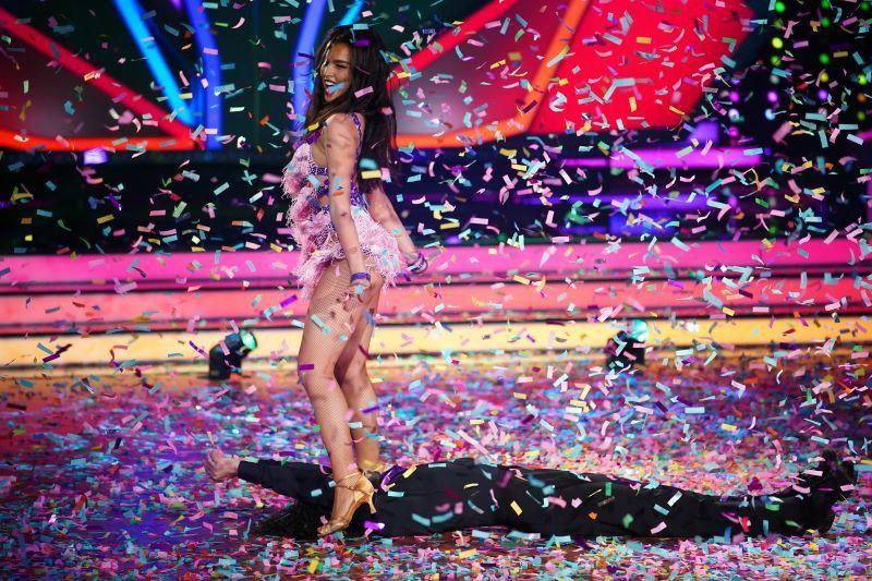 Zirkusartistin Lili Paul-Roncalli zeigte 2020 über die gesamte Staffel die wohl konstanteste Leistung und wurde an der Seite von Massimo Sinató mit dem Sieg belohnt.