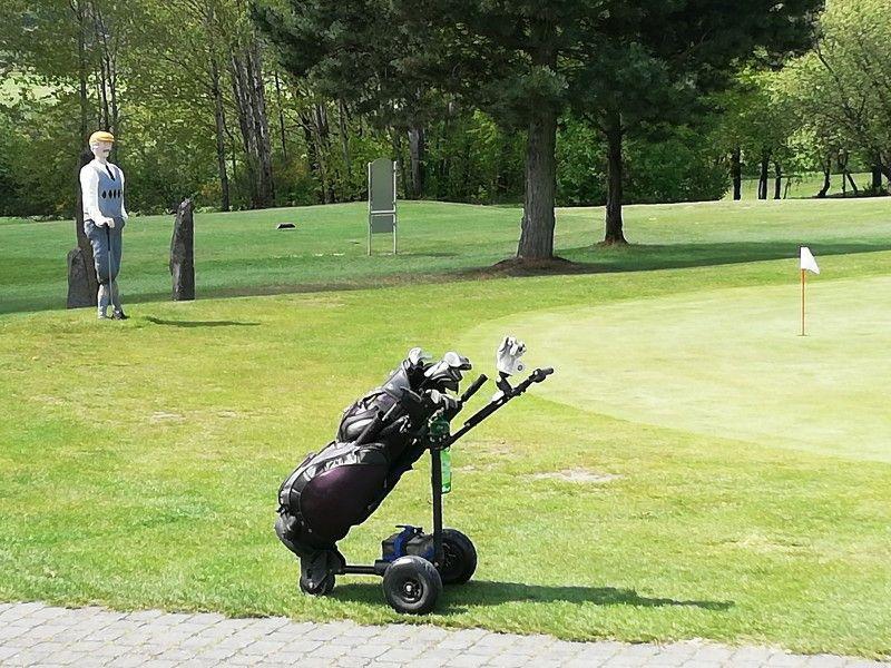 Auf dem Golfplatz kommen Anfänger und Profis auf ihre Kosten.