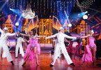 """In der """"Let's Dance Profi-Challenge"""" zeigen die Profitänzer der Tanzshow, was sie können."""