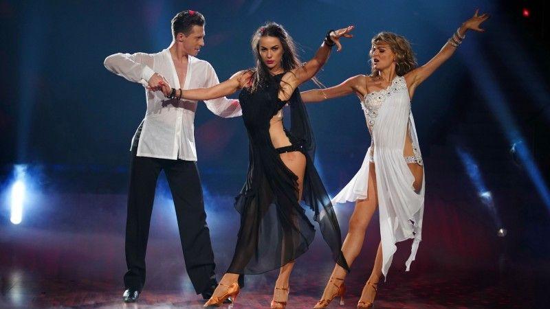 Flotter Dreier: 2019 tanzte Ella Endlich eine Rumba mit Valentin Lusin und dessen Frau Renata.