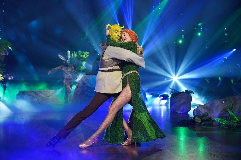 """Diese beiden sorgten immer wieder für gute Laune: Ingolf Lück und Ekaterina Leonova beim Freestyle zur Musik von """"Shrek""""."""