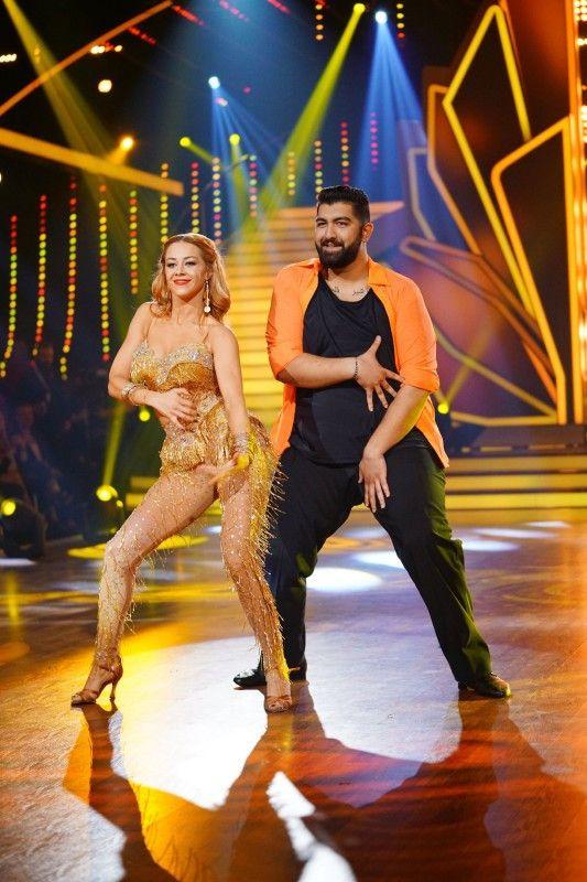 Ziemlich viel Spaß hatten Oana Nechiti und Faisal Kawusi nicht nur bei der Samba: Die Tänzerin und der Comedian sind noch immer gut befreundet.