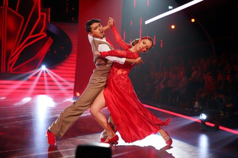 Heute moderiert sie, doch zuvor zeigte Victoria Swarovski beim Tango mit Erich Klann, wie gut sie tanzen kann.