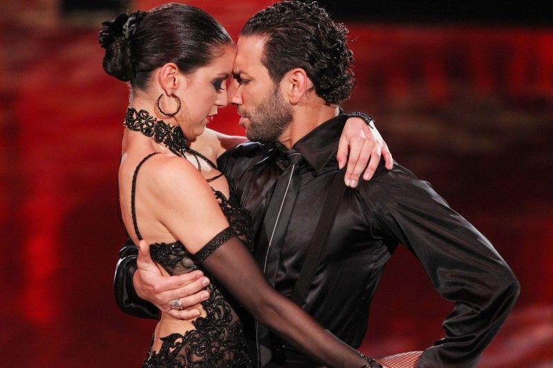 Bei Rebecca Mir und Massimo Sinató knisterte es bekanntlich ganz besonders. Auch hier beim Tango.