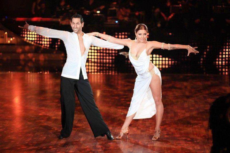 Hätten Sie ihn noch erkannt: Ein junger und vor allem bartloser Massimo Sinató tanzt hier Rumba an der Seite von Sophia Thomalla.