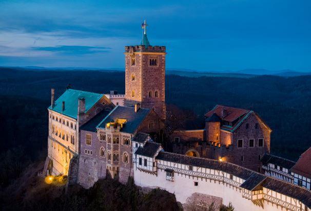 Die Wartburg als Wahrzeichen Eisenachs wurde über Jahrhunderte von weltweit bedeutenden Ereignissen und Persönlichkeiten geprägt.